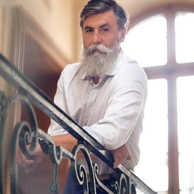 60-летний француз отрастил длинную густую бороду и стал моделью (25 фото)