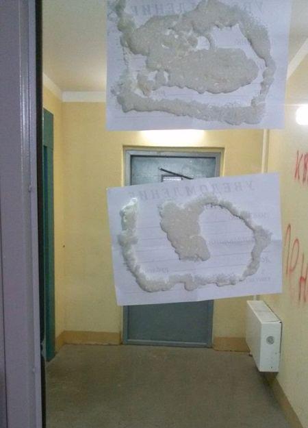 В Санкт-Петербурге коллекторы заблокировали пять квартир (2 фото)