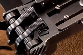 Пистолеты, встроенные в пряжку ремня (5 фото)