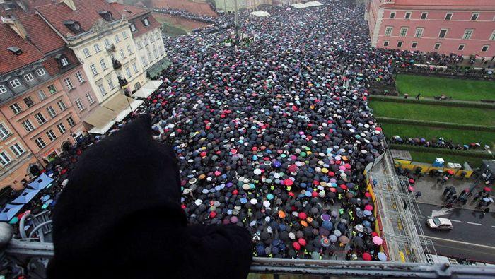 В Польше проходят протесты против полного запрета абортов (7 фото)