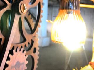 Механическая лампа из дерева