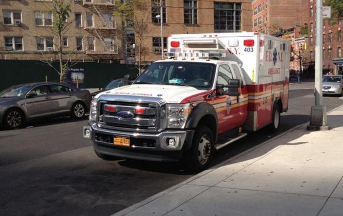 Необычные «кареты» скорой помощи (23 фото)