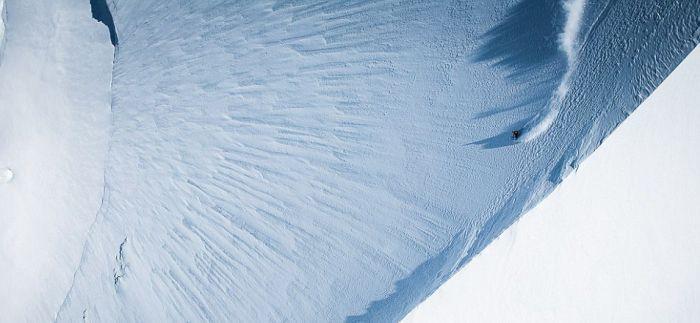 Горнолыжник-экстремал Джереми Хейц покорил почти вертикальный пик (4 фото)