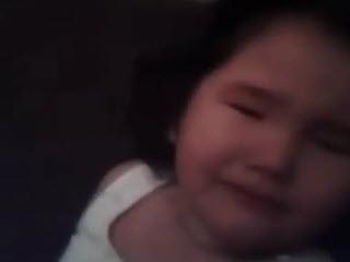 Мать записала как избивает дочь