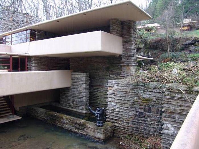 Дом на водопаде (11 фото)