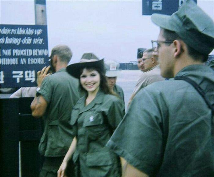 Как отдыхали американские солдаты во время войны во Вьетнаме (51 фото)