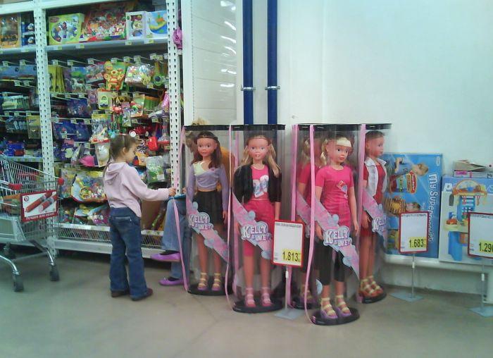 Странные товары на прилавках детских магазинов (23 фото)
