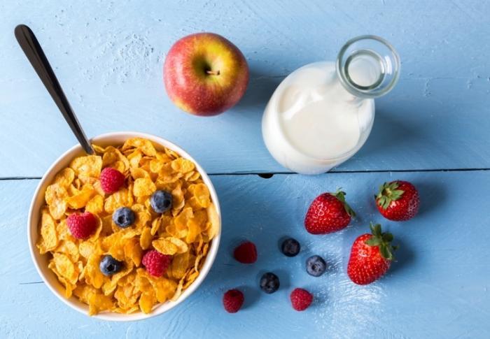 Чем нельзя кормить детей с утра (6 фото)