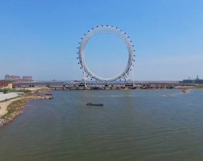 Самое высокое в мире колесо обозрения без спиц (4 фото)