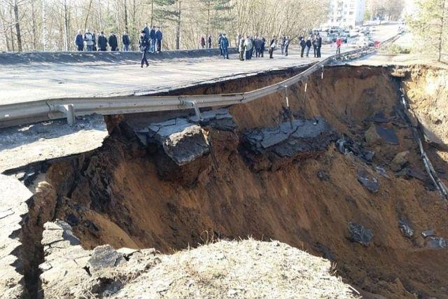 Предприятия Ржева за свой счет восстановили разрушенную дамбу (3 фото)