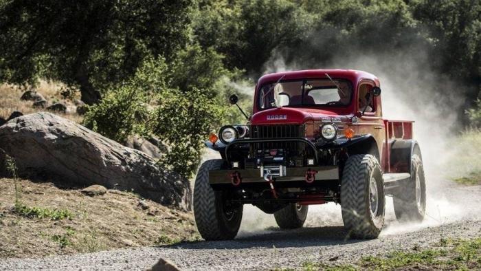 60-летние грузовики Dodge с современной начинкой (13 фото)