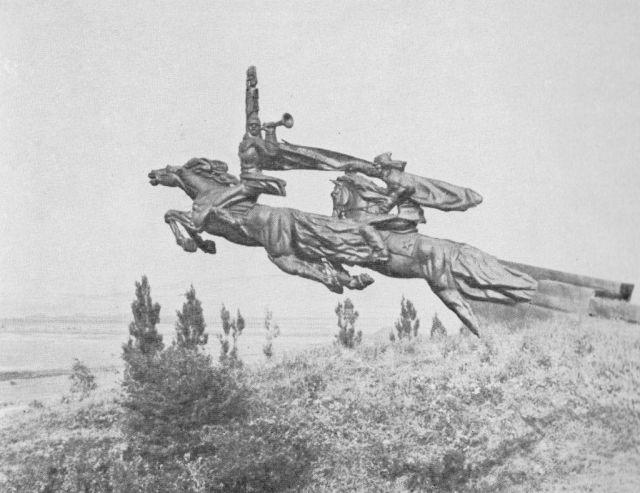 Что стало с величественным памятником Гражданской войны (6 фото)