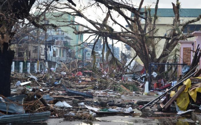 Самые разрушительные тайфуны в истории (3 фото)