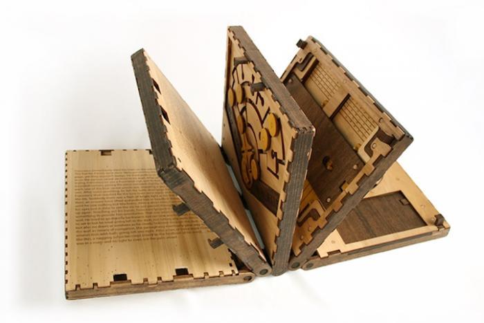 Книга-головоломка, которая не оставит равнодушными (8 фото)