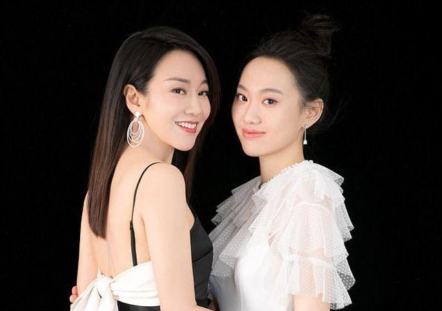 Кем эти девушки приходятся друг другу и сколько им лет? (4 фото)