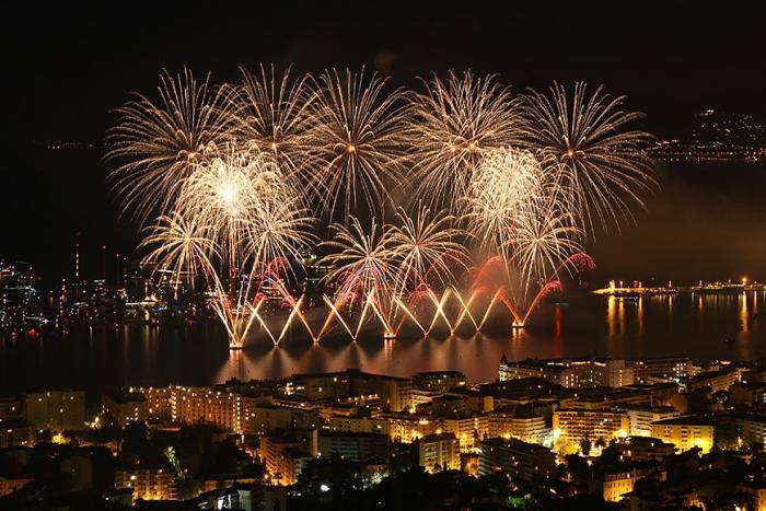 Фестиваль фейерверков в Каннах (10 фото)