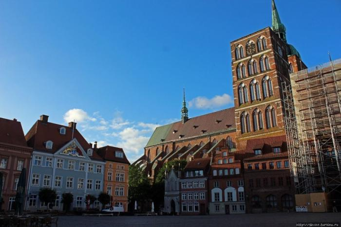 Штральзунд — небольшой город на берегу Балтийского моря (12 фото)