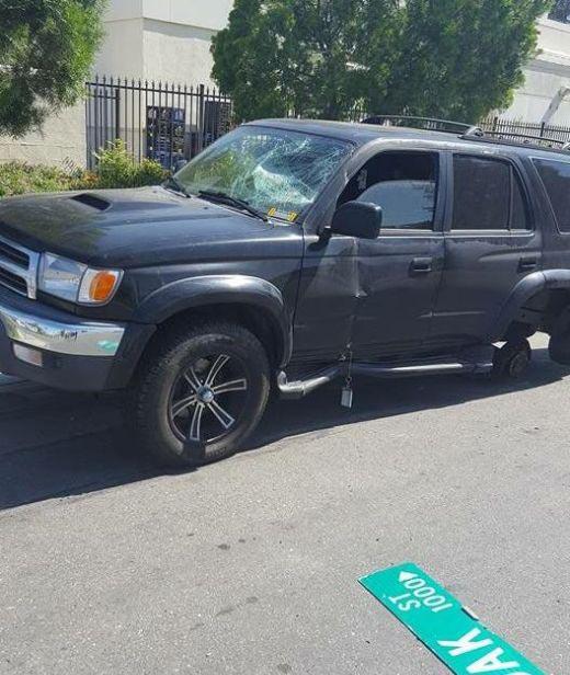 Выехав с автосервиса, у внедорожника отвалилось колесо (7 фото)