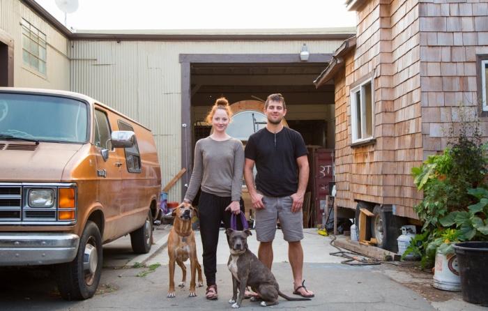 Семейная пара занялась изготовлением домов в контейнерах (15 фото)