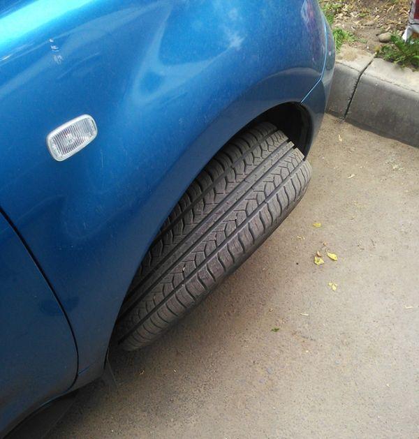 Неудачная попытка украсть колеса (5 фото)