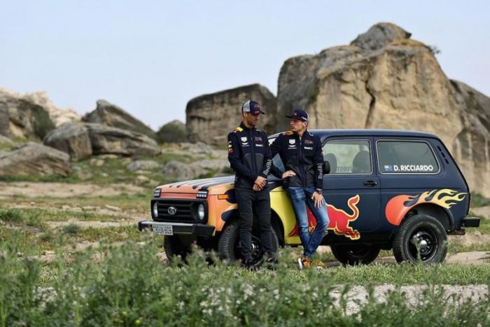 Гонщики Формулы-1 прокатились на Ниве в Азербайджане (7 фото+видео)