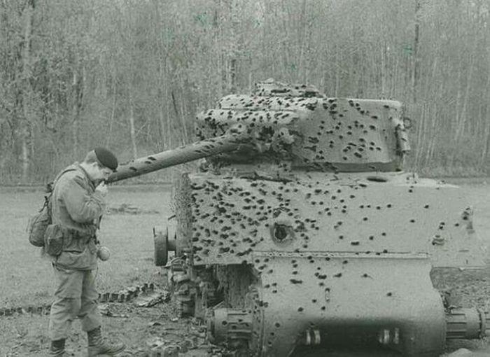 Выстоявшая военная техника (20 фото)