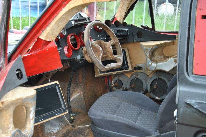 Уникальный шестиколесный автомобиль с фестиваля OldCarLand (4 фото)