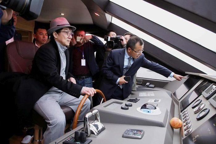 Новая яхта Джеки Чана (8 фото)