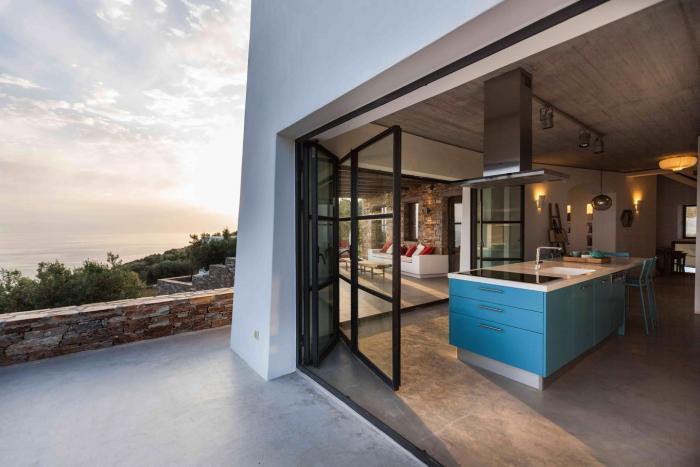 Функциональный жилой комплекс в Греции (21 фото)