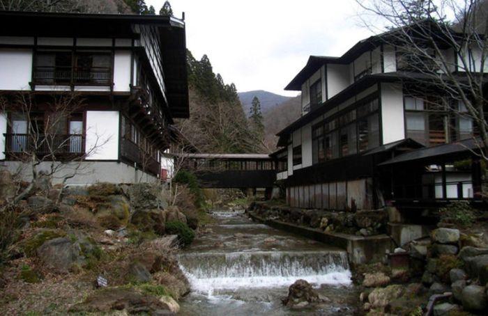 Старейшему отелю в мире 1300 лет (8 фото)